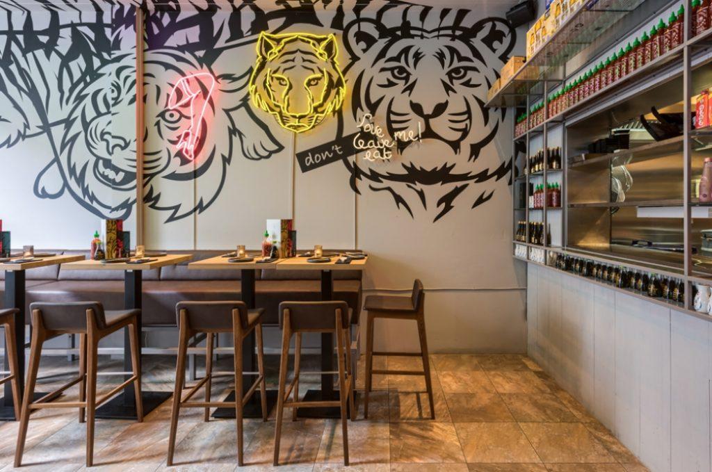 Tiger mama neon ruimte