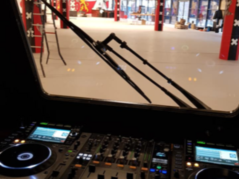 https://erdo-electro.nl/wp-content/uploads/2019/01/DJ-Booth-Tram-800x600.png